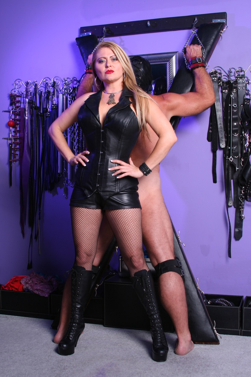 Mistress-Nicolette-Dominatrix-12