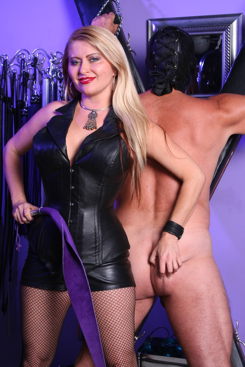 Mistress-Nicolette-Dominatrix-13